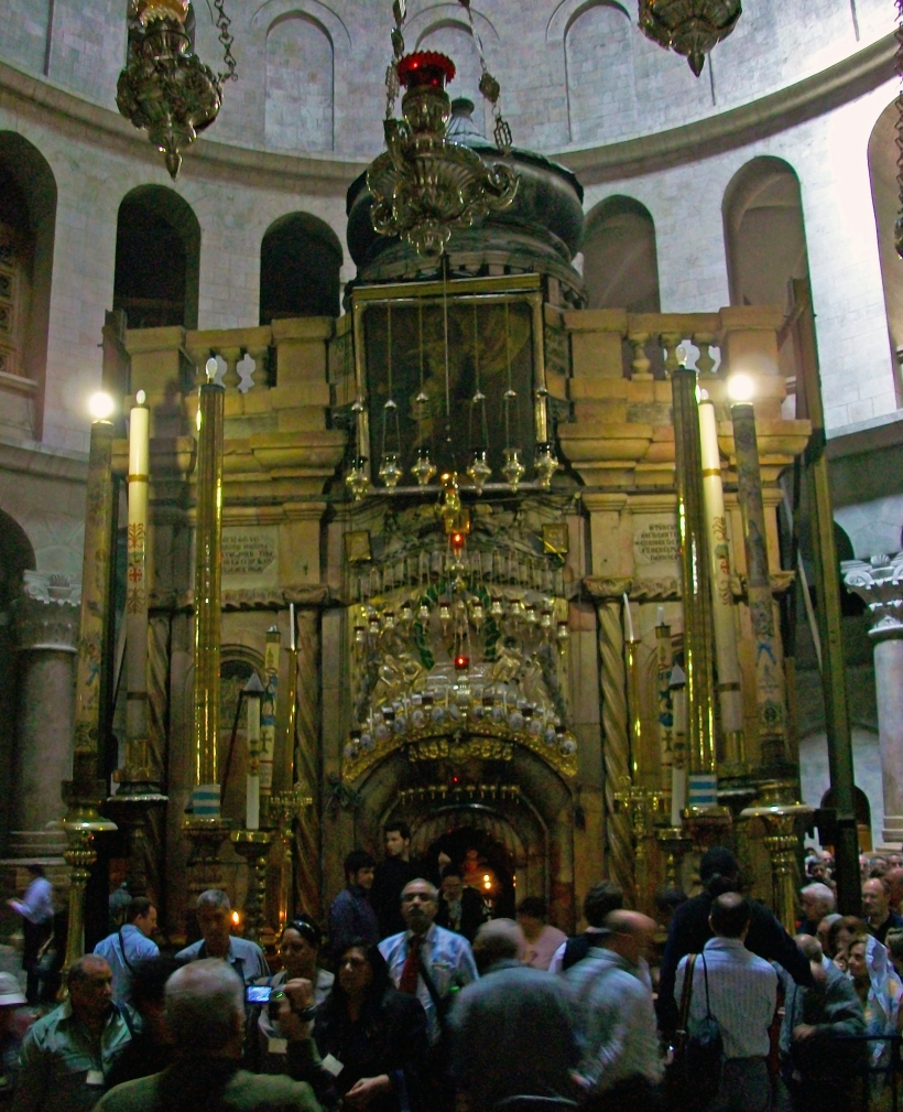Aedicule,_Church_of_the_Holy_Sepulcher,_Jerusalem.jpg